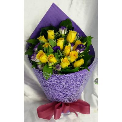 One Dozen Yellow Roses Bouquet